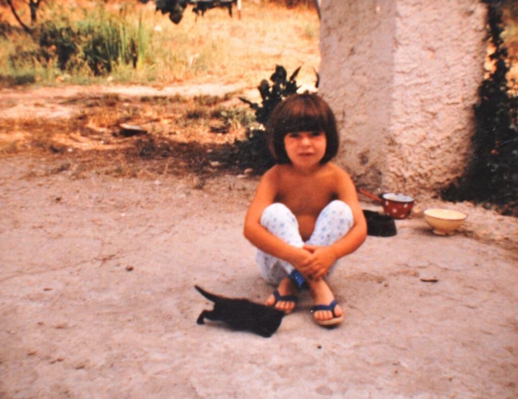 Petite Ritalechat de 5 ou 6 ans.